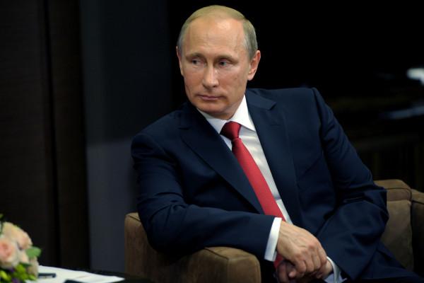 Западу померещился пистолет у Путина