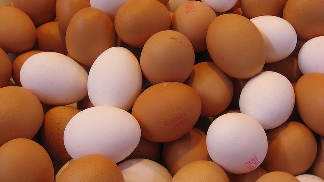 Коричневые и белые яйца: в чем разница?