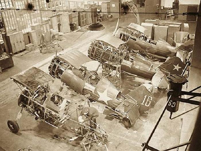Завод советской авиапромышленности - ремонтный цех.