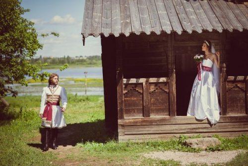 «С иностранцем можно дружить. Но любить — только русского». Почему нельзя выходить замуж за иностранцев