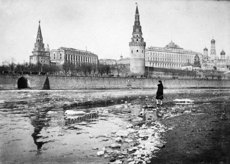 Как хотели переименовать Москву