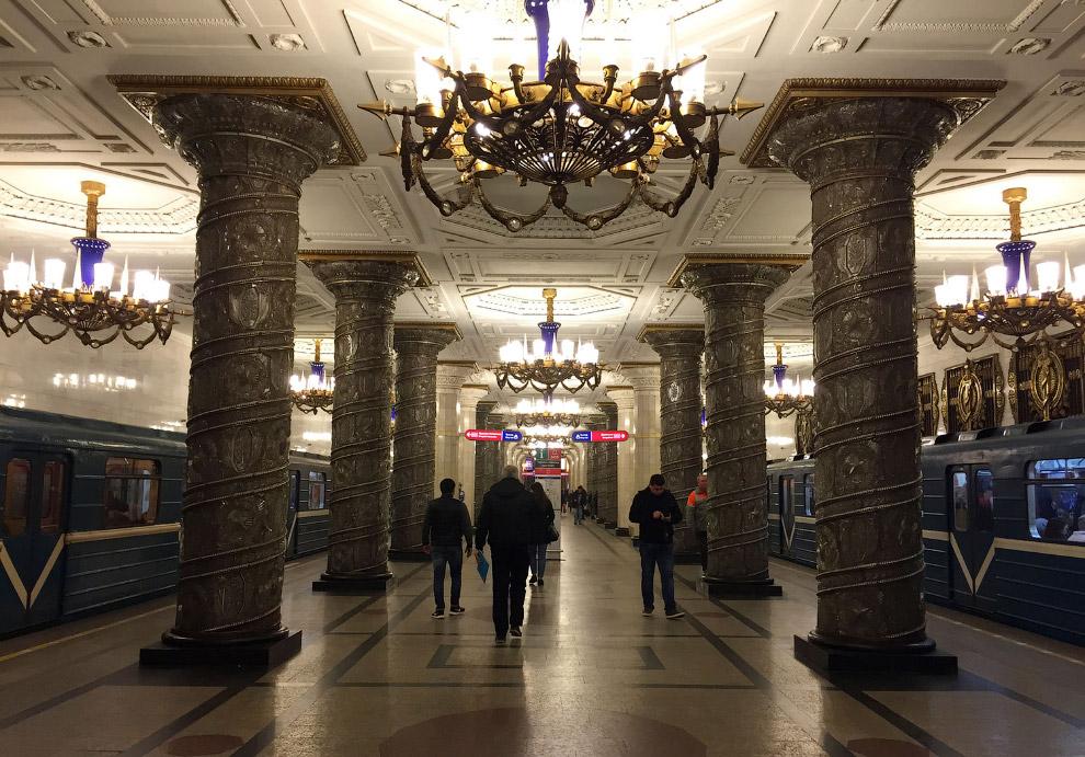 Говоря про подземелье, нельзя не заглянуть в Питерское метро