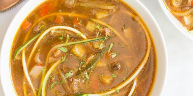 Овощной суп с лапшой из кабачков