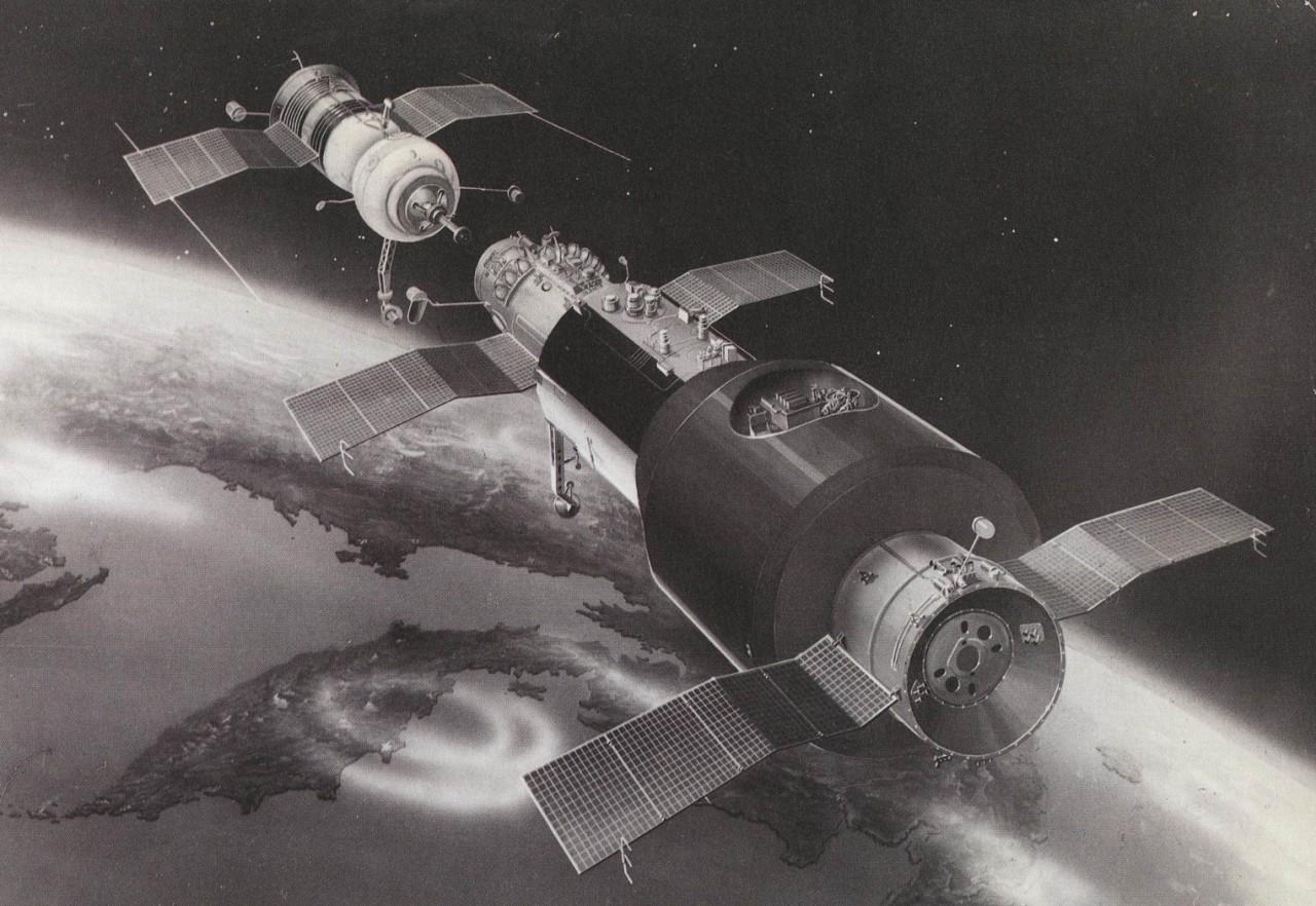 15 января 1969 г., 50 лет назад состоялась первая стыковка на орбите пилотируемых кораблей «Союз- 4» и «Союз -5» с космонавтами В.А. Шаталовым, В.В. Волыновым, А.С. Елисеевым, Е.В. Хруновым.