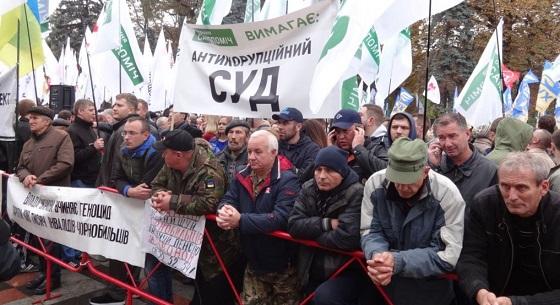 Янукович отдыхает: к Порошенко не смогут пробиться даже на танках