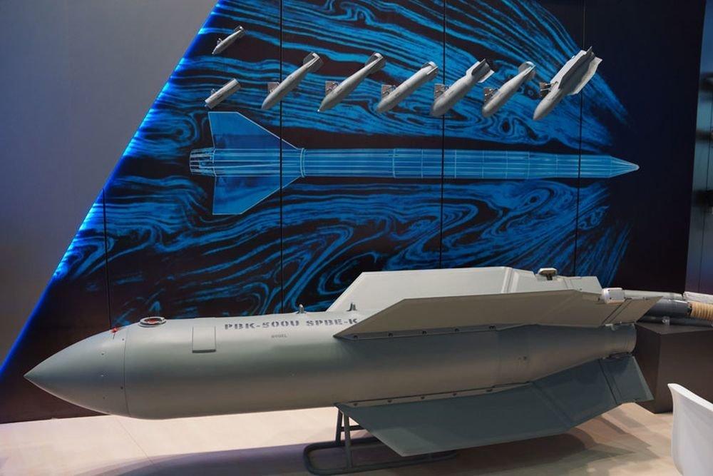 """Российские истребители Су-57 вооружат новой """"невидимой"""" бомбой"""