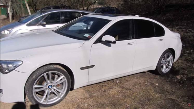 Не бит, не крашен: Мастер восстановил «уничтоженный» в ДТП BMW 750i за 27 дней (Видео)