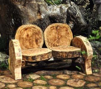 удобная дачная скамейка из кругляков
