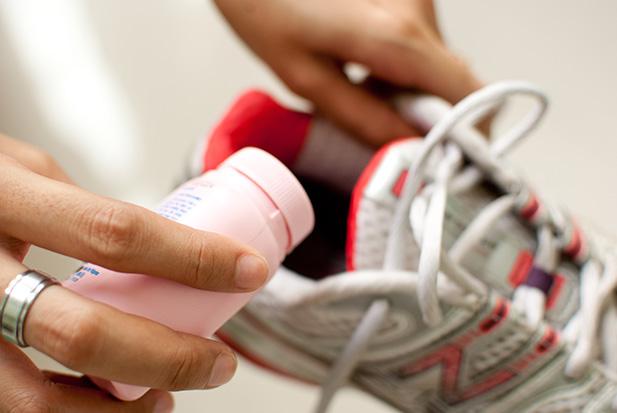 5 способов вывести неприятный запах от обуви