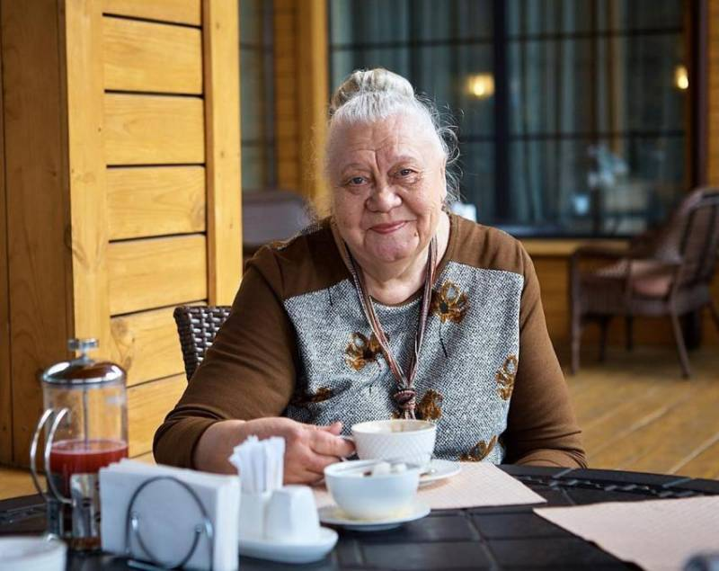 Скинула лет 30! Актриса Галина Стаханова даже расплакалась, увидев, как ее преобразили на «Модном приговоре»