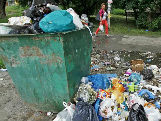 Из-за зловонных мусорок в Челябинске ввели режим повышенной опасности