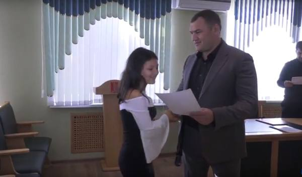 """Активных участников акции """"Стоп – амброзия"""" отметили в мэрии Черкесска"""