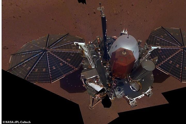Марсианский зонд InSight прислал первое «полное» селфи
