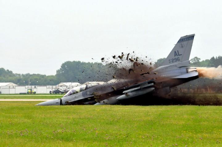 США разбили ещё два военных самолёта и мирных поляков