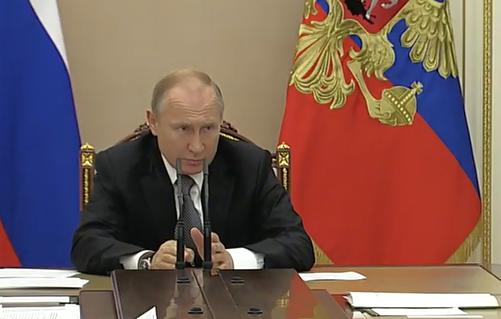 «Не каждый же месяц проводить прямую линию»: Путин поручил Силуанову взять на контроль ситуацию с льготной ипотекой