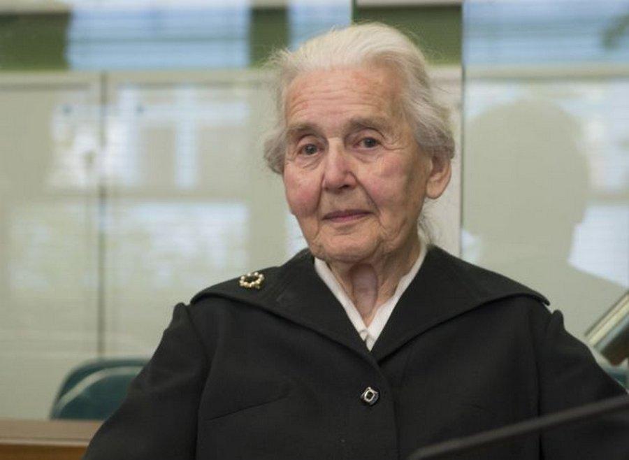 Суд Берлина : отрицаешь Холокост ?! За решетку ....