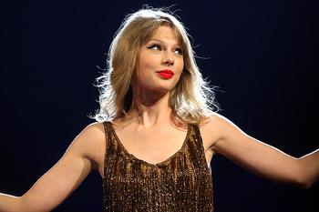 Тейлор Свифт прервала двухмесячное молчание в соцсетях