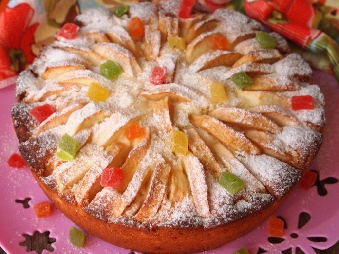 Творожно – яблочный пирог с цукатами. Таким красивым и вкусным у меня еще пирог не получался