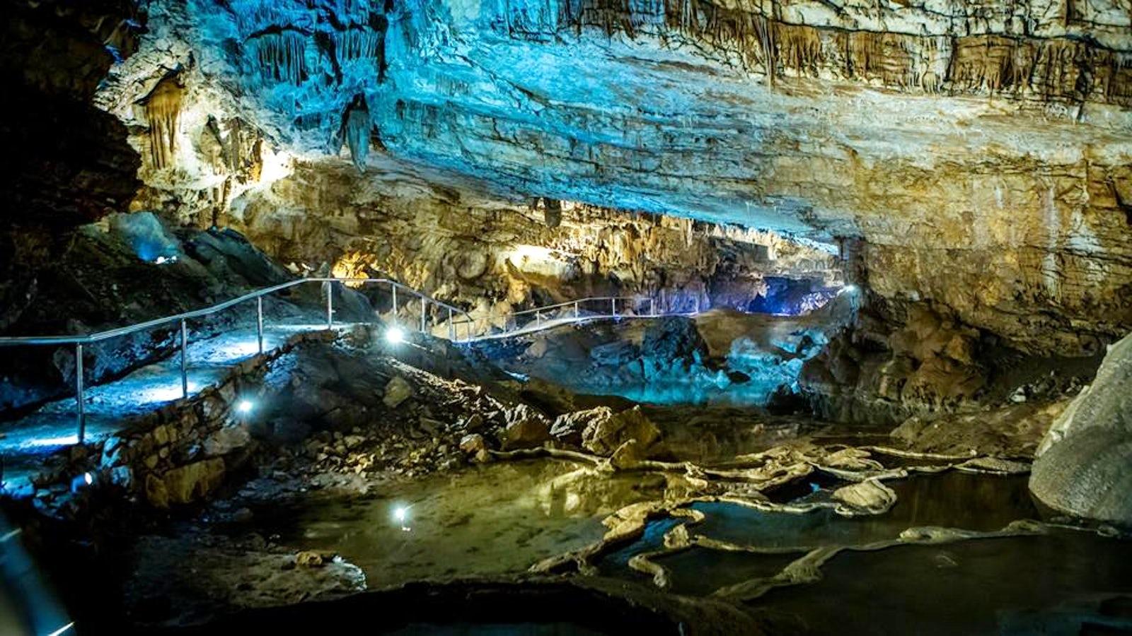 Cпелеологический объект с четырьмя крупными ручьями является охраняемым памятником природы
