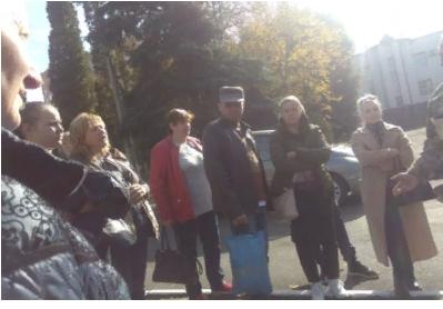 Тернополе родители штурмуют военкомат из-за похищения сыновей военкомами