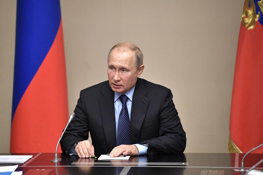 Рейтинг Путина опять упал. И правительства. И Медведева