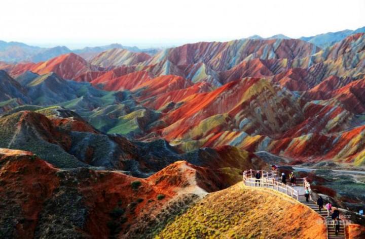 Цветные скалы Чжанъе Данксиа — красочные горные формирования