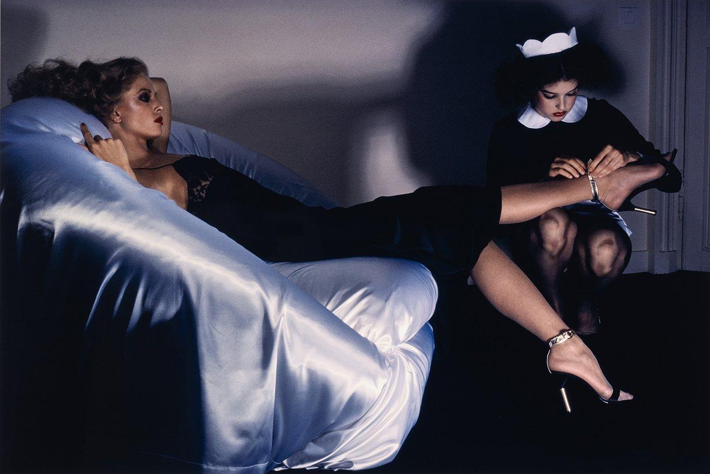 Целовать туфли фото, Целует ножки девушки в туфлях на каблуке 10 фотография