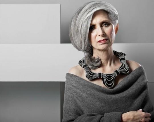 Дизайнер создает удивительные украшения из застежек-молний