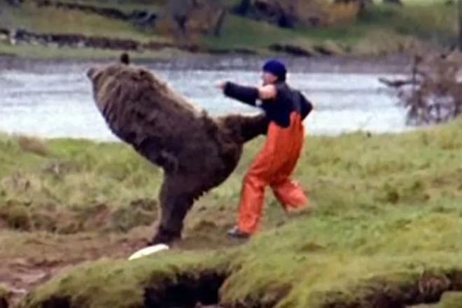 Японец-каратист завалил медведя голыми руками
