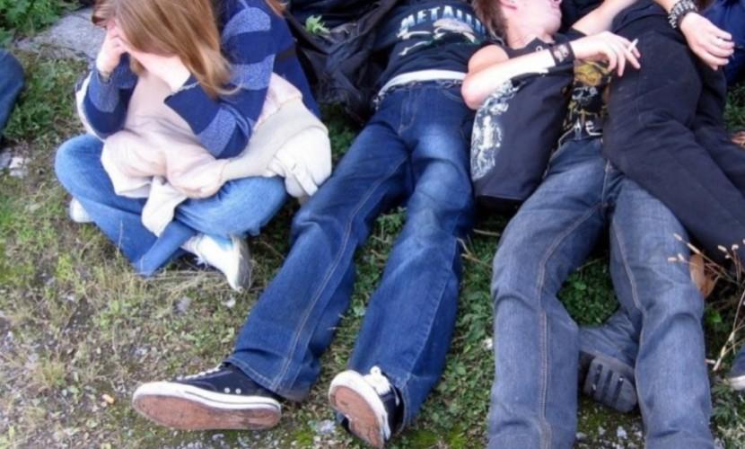 """Групповой """"отдых"""" с бухлом шестиклассницы с друзьями на пикнике шокировал подростков из Саратова"""
