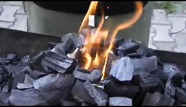 Способ разжигания углей без жидкости для розжига