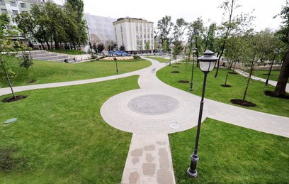 Власти Москвы возродили сквер в Большом Спасоглинищевском переулке