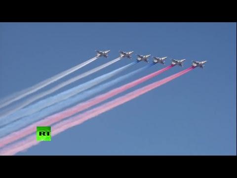 «Российский флот успешно решает задачи обороноспособности»: Путин принял парад в честь дня ВМФ в Петербурге