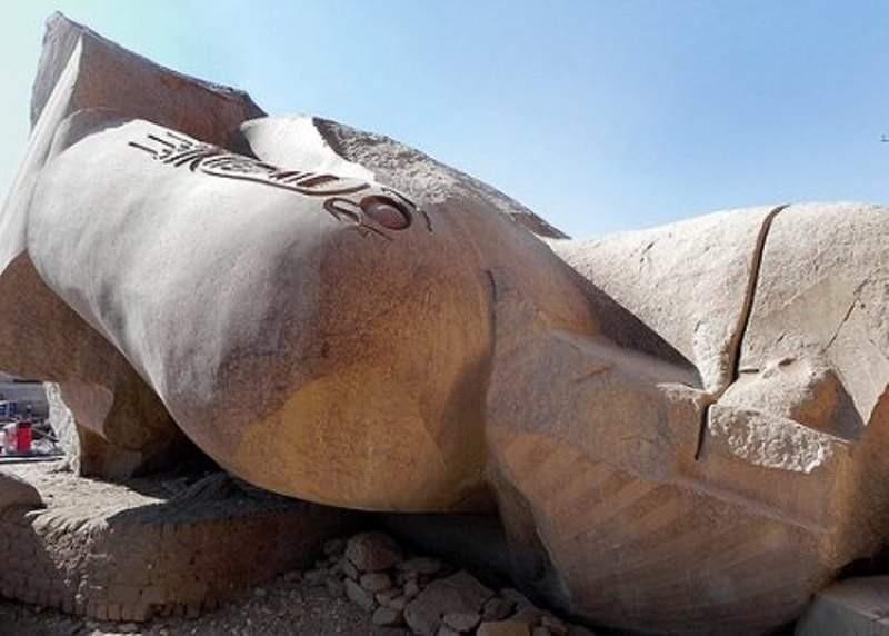 3. Но и они ничто в сравнении с обломками гигантской статуи, покоящейся во дворе поминального храма Рамсеса II. древний египет, история, технологии