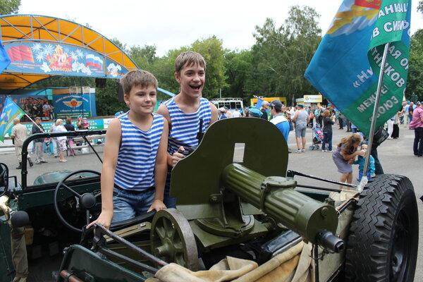 Дети российской элиты, как мера предосторожности от съедения Кука аборигенами