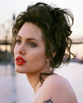 Одна из самых восхитительных женщин на нашей планете —  в ДР Анджелины Джоли 10 её лучших ролей