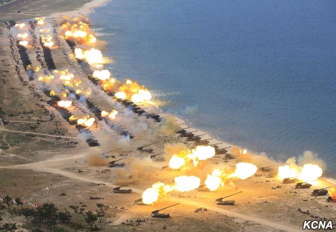 Стрельбы артиллерии Корейской народной армии