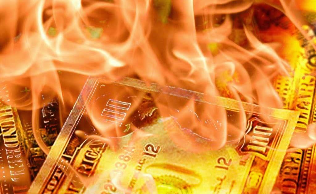 Экономист рассказал, почему доллар умирает в агонии
