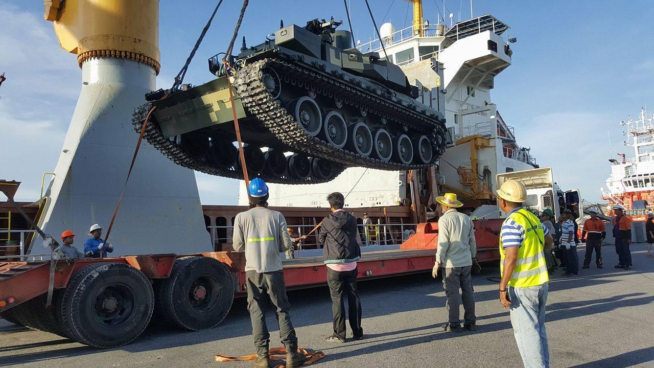 """Таиланд получил очередные пять танков """"Оплот-Т"""" с Украины"""