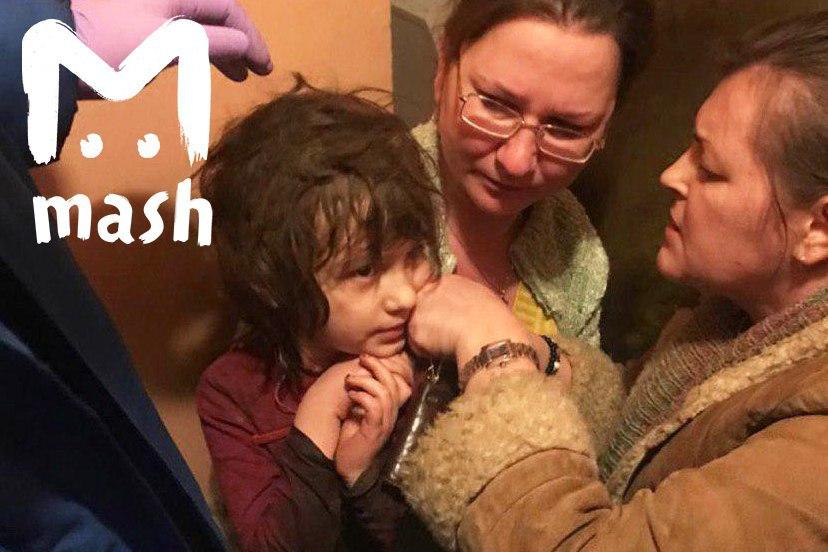 Арестована москвичка, которая бросила пятилетнюю дочь без еды и воды в заваленной мусором квартире