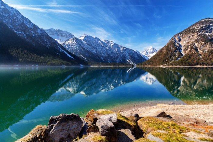 Живописное озеро Планзее считается одним из популярных мест для гребли.