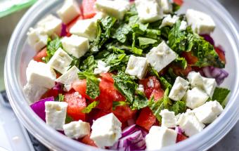 Салат из арбуза с фетой, помидорами и огурцами
