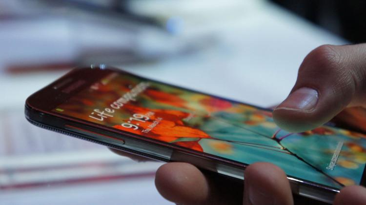 Совсем скоро производители смартфонов полностью перейдут на AMOLED