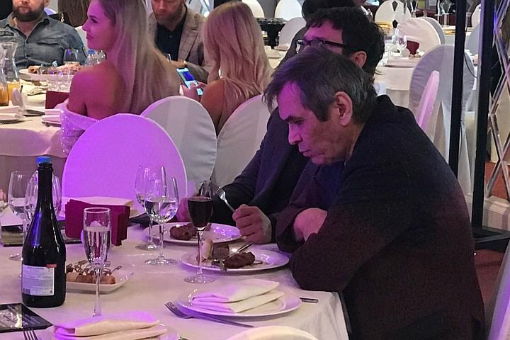 Шашлык и шампанское вместо каши: Бари Алибасов удивил «диетическим» меню