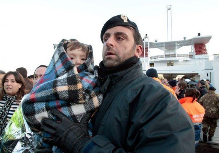 Простой полицейский из Алтайского края спас детей, а после навсегда забрал их к себе домой