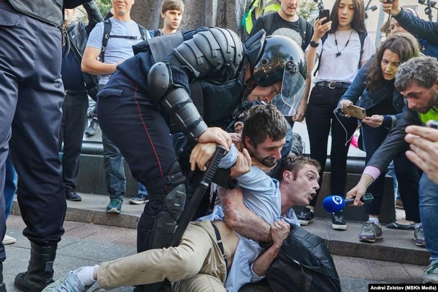 Почему протест должен быть только легальный?