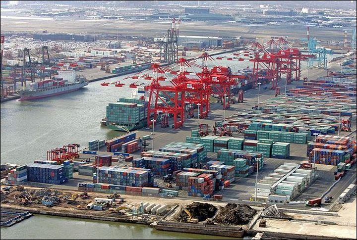 Торговая война продолжается: Трамп намерен ввести дополнительные пошлины на товары из КНР