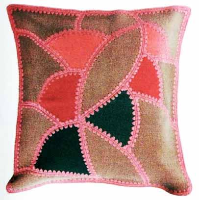 Подушка из кусочков кожи