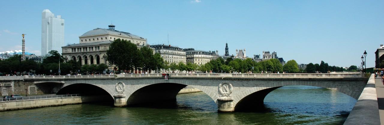 Парижский мост менял
