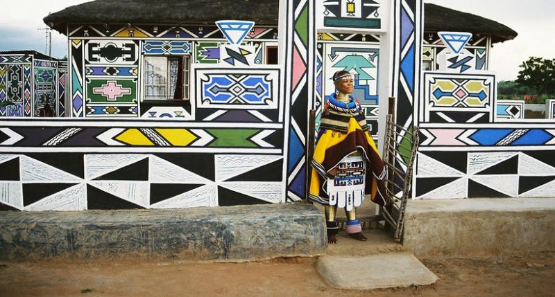 Красочные дома древнего афри…